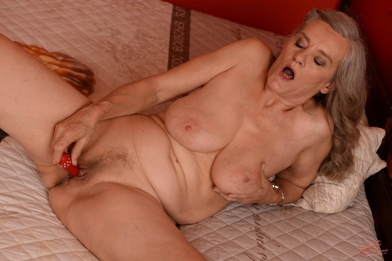 Free naked granny porn pics